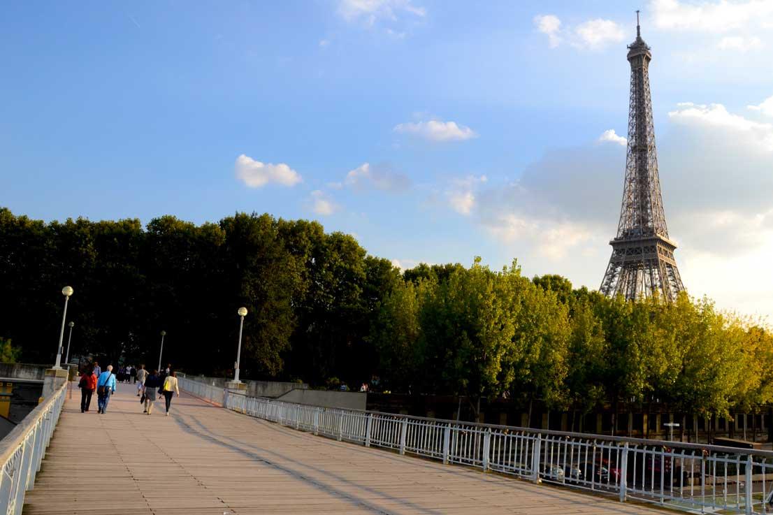 La Tour Eiffel à quelques mètres du musée Quai Branly