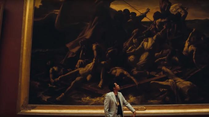 Jay-Z devant un tableau du Louvre