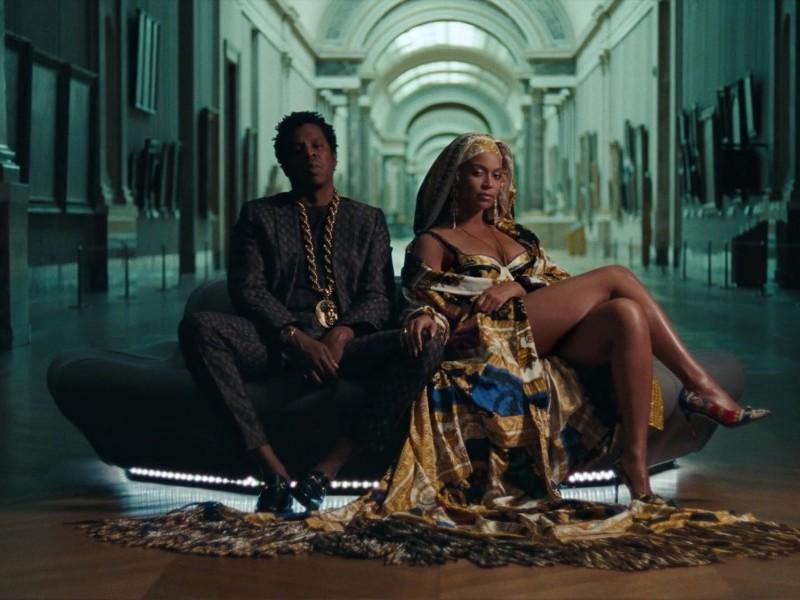Le couple au Louvre