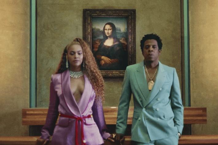 Couple au Louvre